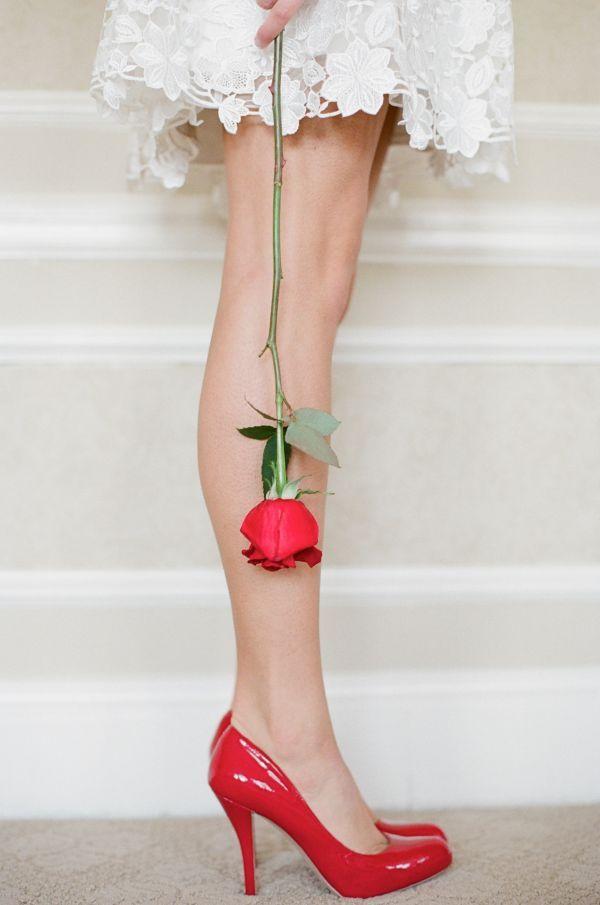 любят живые цветы у женских ног картинки вышивка гладью для