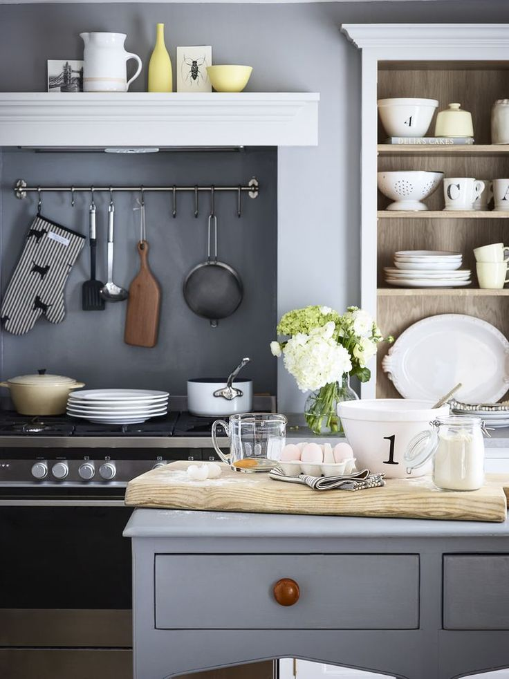 A Classic style that never dates. Pots and crockery are on display and easy to access. Photography: Dan Duchars