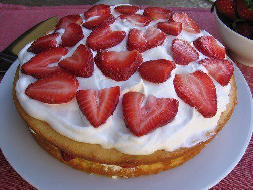 Skinny Strawberry Cream Cake