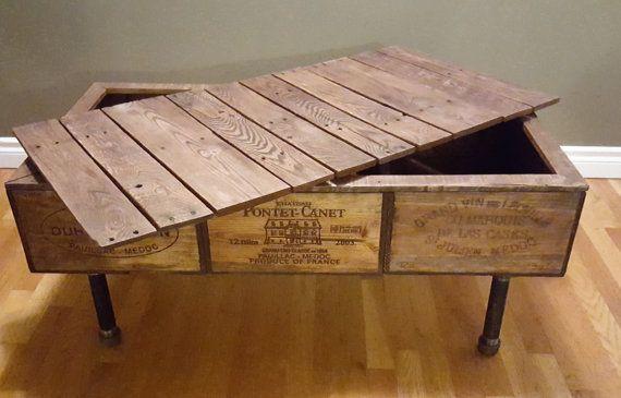 BOÎTE À VIN CAFÉ TABLE Vin Table basse boite - j'ai créé de trois boîtes à vin structurés pour gérer beaucoup durrablity. Le dessus est fait avec du bois de palette haut de gamme, et les jambes sont de tubes en acier noir. Celui-ci d'une table basse unique sera une pièce maîtresse de mettre en valeur dans votre maison. Un chaud chic look rustique, juste ce que vous avez été cherchez ! La dimension sont de 39 pouces de long 20 pouces de largeur 18 pouces de hauteur Cette pièce a été teinté...