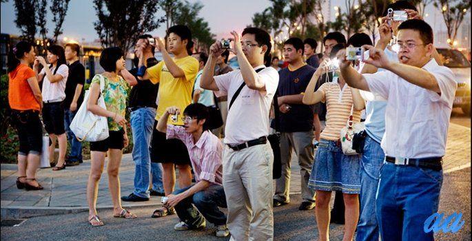 Sadece % 6'sı pasaport sahibi olmasına karşın, Çinli turistlerin yurtdışı harcamaları 500 milyar doları buldu. Gelişmekte olan ülke tüketicisinin yarattığı büyük ölçekteki potansiyeli gözler önüne seren son veri yine Çin'den geldi. Dünyanın ikinci büyük ülkesinde artan refah düzeyi, buna paralel olarak değişen zevkler ve yaşam standartları Çin'in turizm sektöründe patlamaya yol açtı.