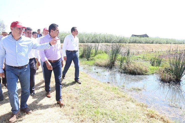 El gobernador de Michoacán y el director general de la Conagua entregaron en Cuitzeo Planta de Tratamiento de Aguas Residuales y Títulos de Concesión de Aguas Nacionales – Cuitzeo, Michoacán, ...