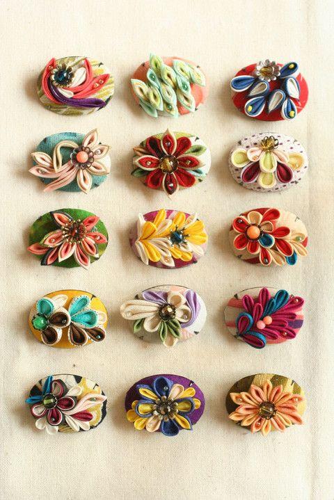 つまみ細工「ブローチ(brooch)」 This is a Japanese traditional crafts that use the silk, is a hair ornament and Accessories was designed flowers.