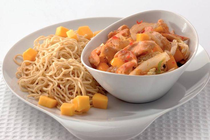 Kijk wat een lekker recept ik heb gevonden op Allerhande! Mieschotel met kip en mango