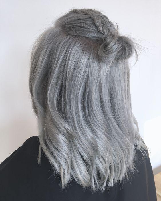 Des coiffures tendances pour sublimer les coupes pour les cheveux gris