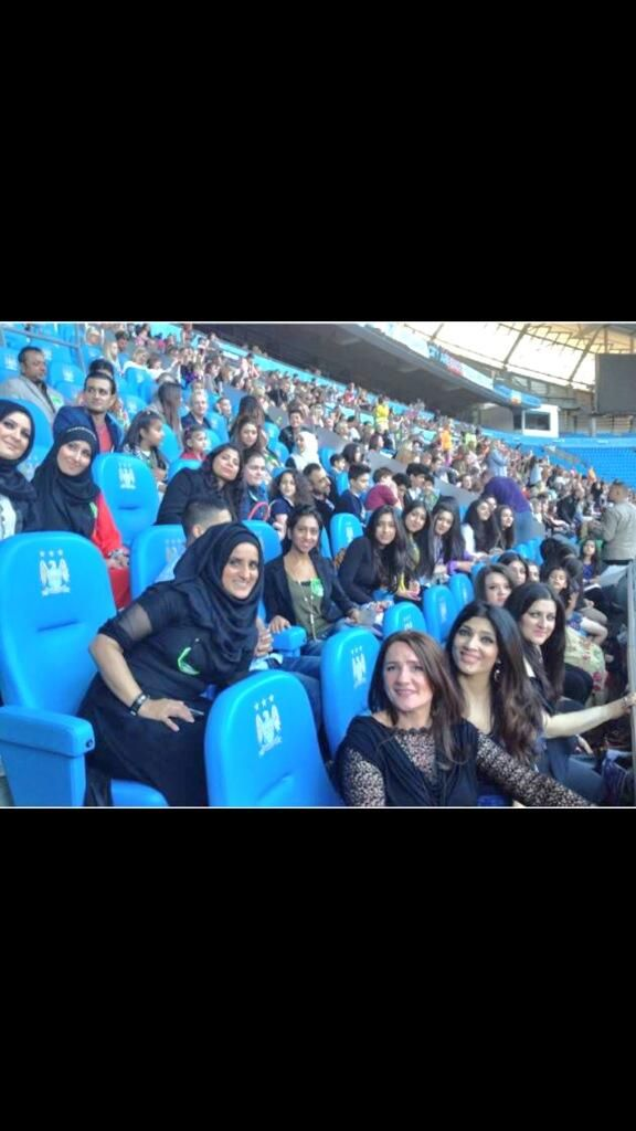 Zayn's family at the show last night...WOW<<<<< mega WOW! Thats a lot of family!