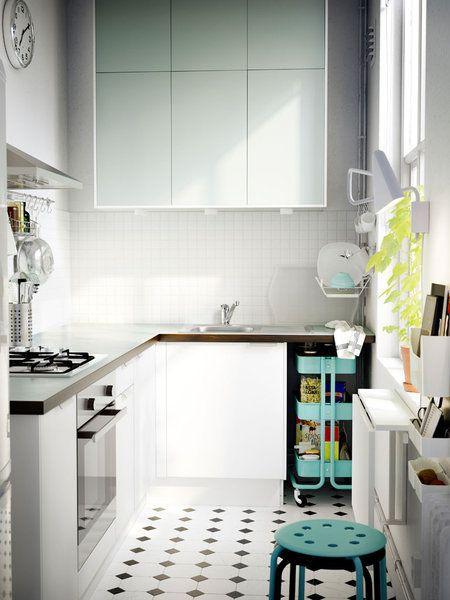 Cocina en forma de L con muebles de Ikea.