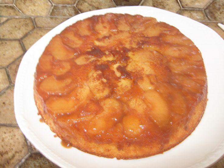 Bonjour les momozamies!!!! Aujourd'hui on sort les pommes!!attention ,on ne tombe pas dedans!!! Un gâteau aux pommes et caramel au beurre salé bien réconfortant pour ce morne et gris samedi!!! 8 personne/s Pour le caramel au beurre salé: -75G sucre -10G...