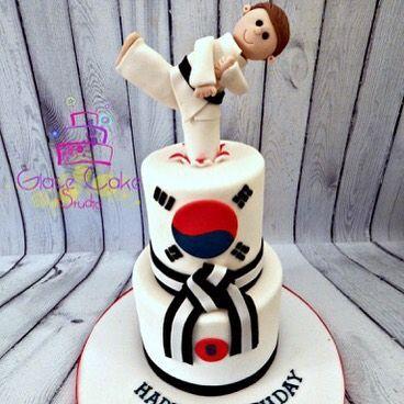 Karate cake#glacecakestudio #coolcake #martialarts                                                                                                                                                                                 Mais