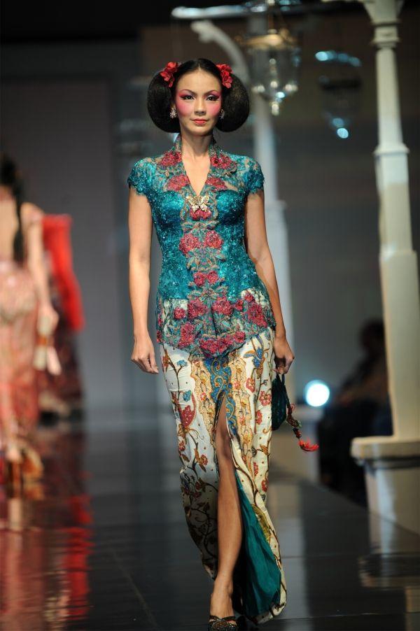 Blue putri Tiong Hoa style by Anne Avantie