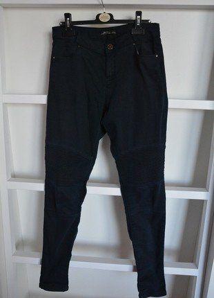 Kupuj mé předměty na #vinted http://www.vinted.cz/damske-obleceni/uzke-kalhoty/13311659-tmave-modre-highwaist-kalhoty-bershka