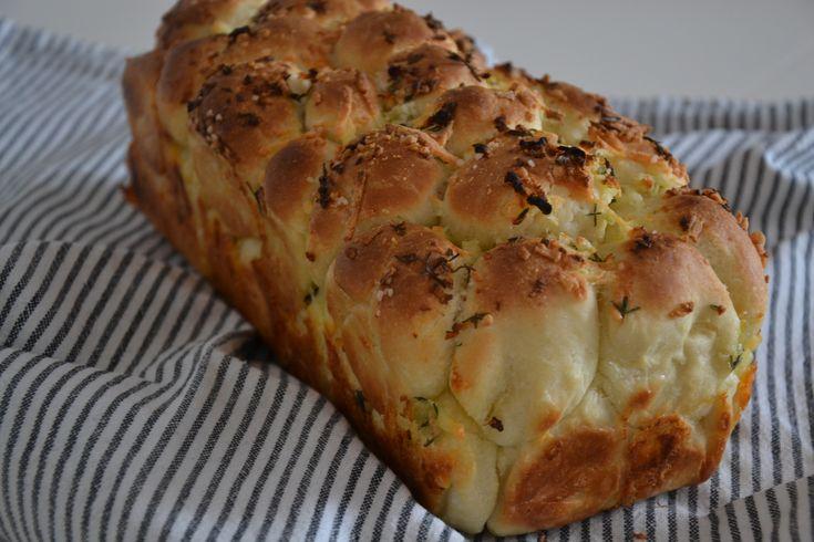 Brød med hvidløg og ost