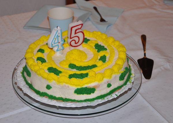 Laktózmentes születésnapi torta Könnyen, kb egy óra alatt elkészíthető a tejszínes, mascarponés laktózmentes szülinapi torta receptünk. Mivel rizslisztes piskóta alappal készült gluténmentes is.