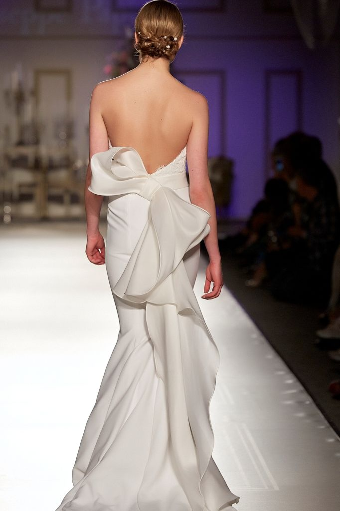 -SposiEventi Breathtaking mermaid gown. Plunging low back with a stunning bow on the belt - Discover more on http://www.giuseppepapini.com/