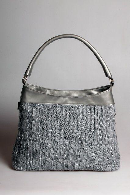 Ezüst színű bőr táska