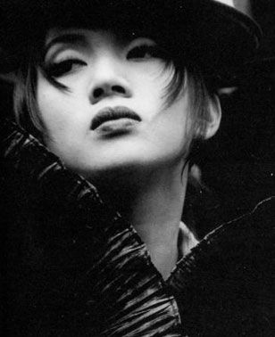 Anita Mui was originally cast for a major role in House of Flying Daggers. The role was to be her final film appearance. She died of cervical cancer before any of her scenes were filmed. After her death on December 30, 2003, director Yimou Zhang decided to alter the script rather than find a replacement. The film is dedicated to her memory.