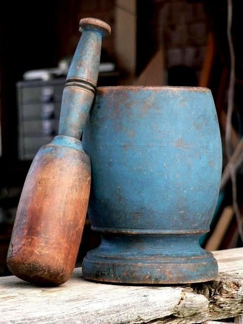 Always like to see a blue mortar and pestle in a country kitchen.  This one is a beauty.
