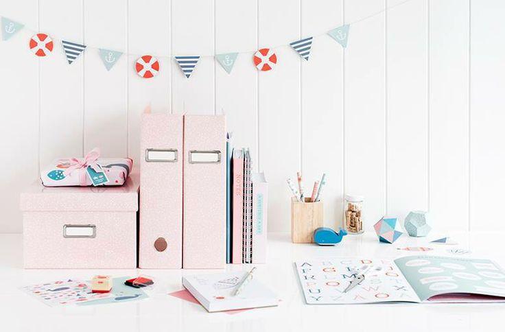 İyi tasarımı işlevi ile birleştiren ve depolamayı zevkli bir görünüme çeviren saklama kutuları ile kendinize mutlu olacağınız alanlar yaratın! www.gumuskalem.com.tr