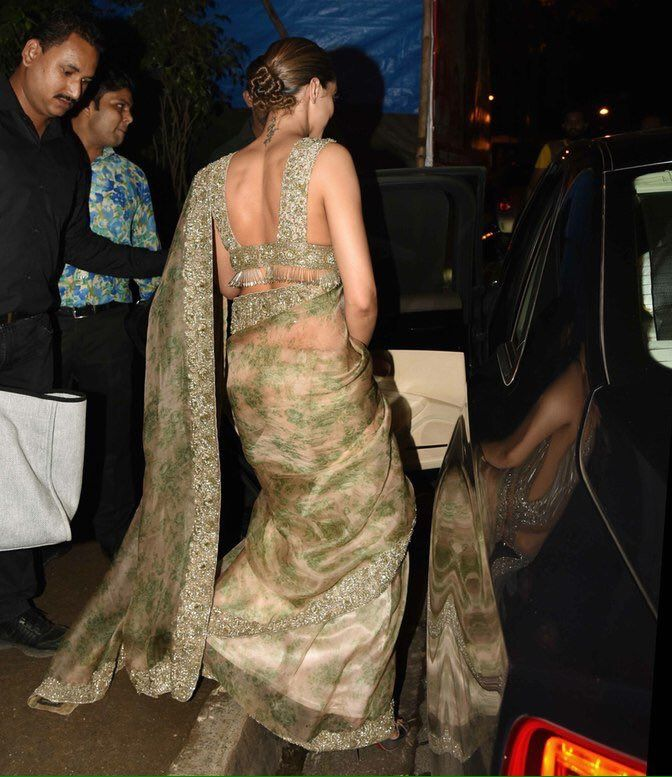 [PICS] Deepika Padukone leaving Olive with her team where she went after the #LakmeFashionWeek finale yesterday.