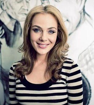 Jessica Marais- I loveeeee her eye makeup in Love Child