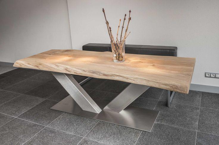 De mooiste tafel ever! RVS V poot met een massief eiken balkenblad