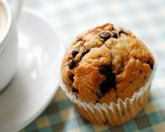 Muffins ou cake à la banane et aux pépites de chocolat (facile, rapide) - Une recette CuisineAZ