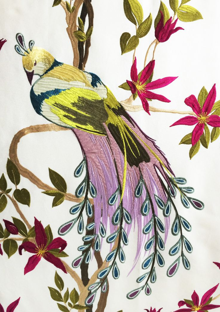 Particolare di pannello in tessuto ricamato di Nina Campbell. Collezione privata di STRATEGIC-DESIGN