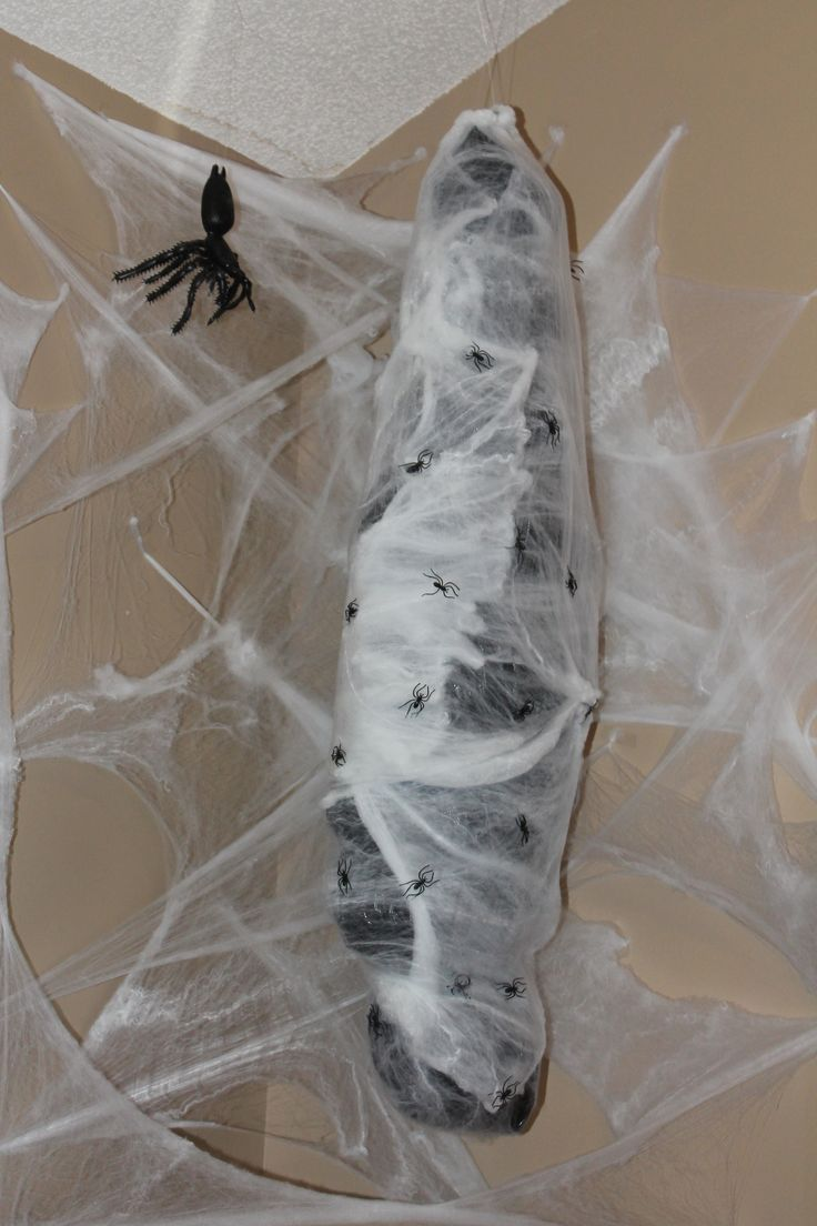 22 creepy diy trash bags halloween decorations