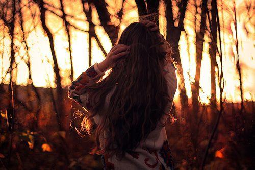 Just și inefabil Când tu mă vrei, când tu mă uiți, Când eu vorbesc dar tu n-asculți Când tot ce sper e improbabil. Când ce mi-ai spus nu-i ce-am crezut, Nici ce-am sperat, nici ce-aș fi vrut, Când ...