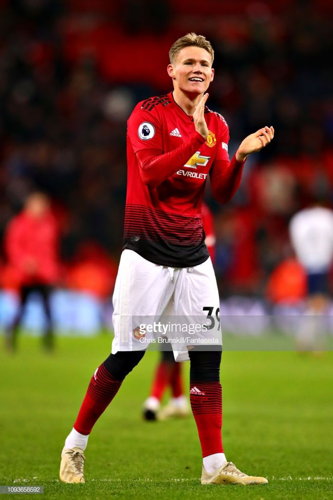 Scott Mctominay Of Manchester United Applauds The Crowd After The Manchester United Team Manchester United Manchester United Football Club