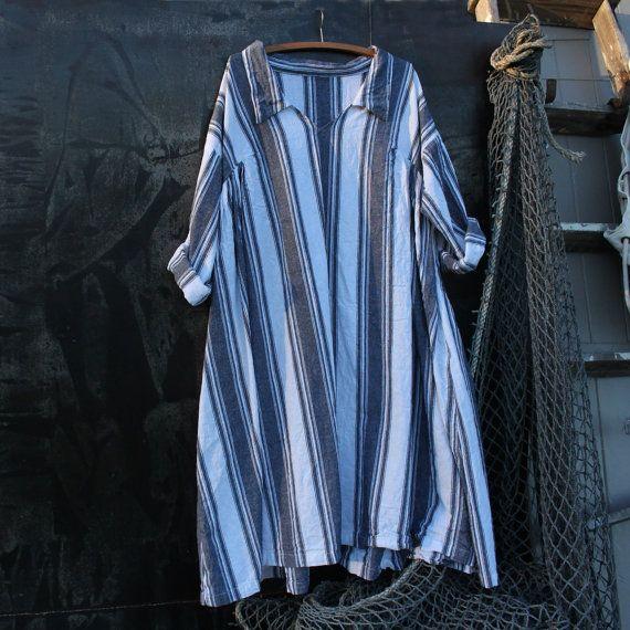 Ich liebe diesen neuen Stil, es ist einfach zu tragen, sieht gut aus mit einer Jeansjacke und Turnschuhe, es hat Seitentaschen und ein lässiger und doch elegant aussehen. Es passt zu groß, extra groß. Hergestellt aus einem mittelschwere Baumwolle schwarzen und weißen Streifen. Bereit, Schiff   Maße Büste 48 Zoll Länge 38 Zoll   Kostenloser Versand innerhalb Australiens Internationaler Versand $14USD