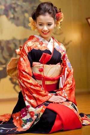 A beautiful soft smile on a pretty and delicate face, traditional kimono dress, a  completely elegant and warm look... So lovely! xoxo ❤ ~Tomris  03/15/17