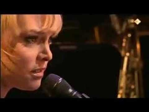 Wende Snijders Laat me - YouTube  Provisionally I will keep kissing you Your black sheep, your dearest fan I would love to stay and preferably any longer And just let me be who I am  Leave me be.