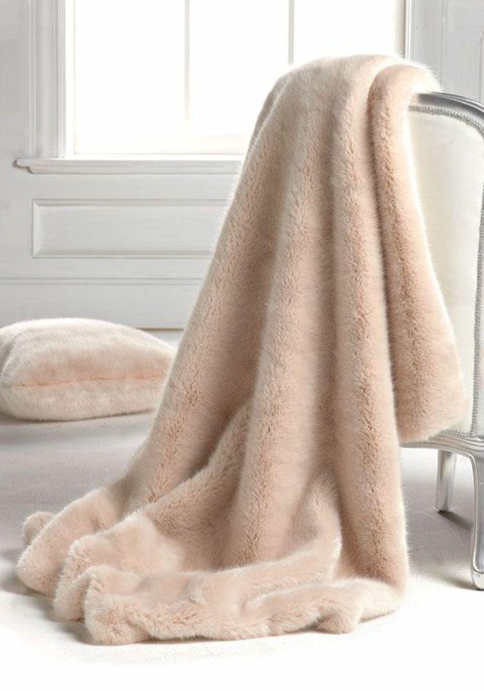 les 25 meilleures id es concernant plaid fourrure sur. Black Bedroom Furniture Sets. Home Design Ideas
