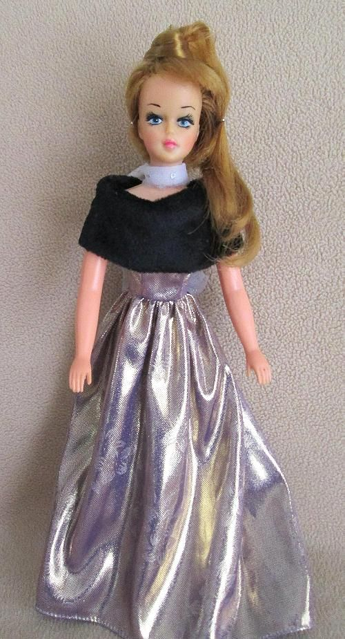 Señorita Lili Ledy Mexican doll from the 70's similar to Tressy dolls. Her hair grows.