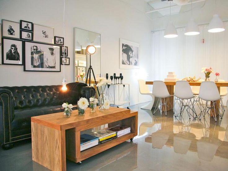 Műgyantapadló a modern ipari lakásban - nappali ötlet