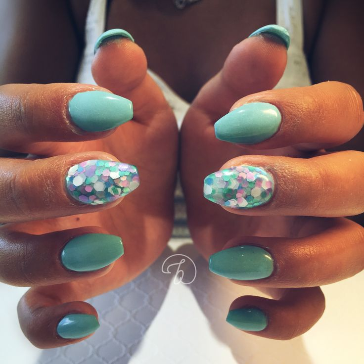 #leboudoirespacebeaute #ongleslaval #lavalnails #healtynails #naturalnails #turquoise #glitter #mermaid #summer