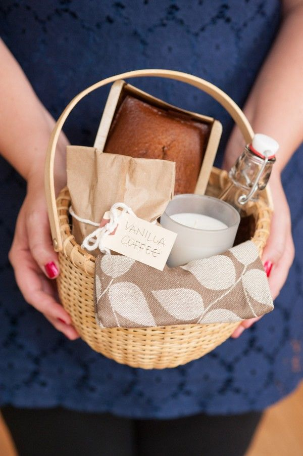 Add one of our Rebel & mercury everyday candles with Cinnamon, Nutmeg, Orange , bake a loaf of pumpkin spice bread and that will turn this basket up a notch! DIY Holiday Hostess Gift Basket | Inspired by @A R Wick