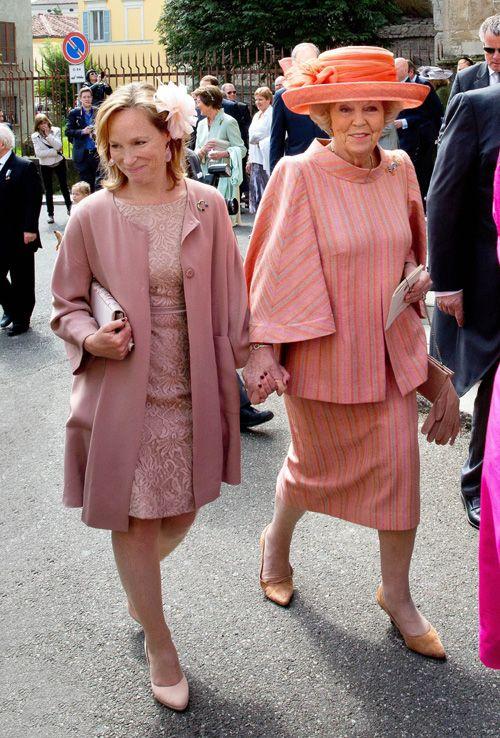 La princesa Beatriz, muy feliz en el bautizo de la segunda hija su sobrino Carlos de Borbón y Parma