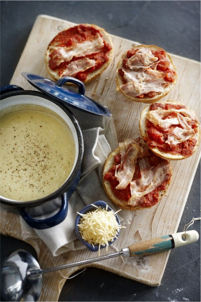 Romige Italiaanse aardappel-knoflooksoep