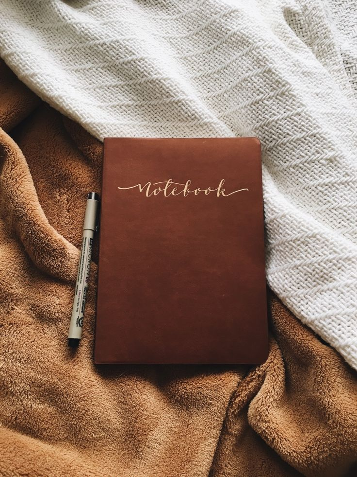 """tolackcolour: """"Just one more picture of this notebook and then I swear I'll restrain myself. Can you ever really have too many pictures of beautiful notebooks though? Probably, yes. """""""