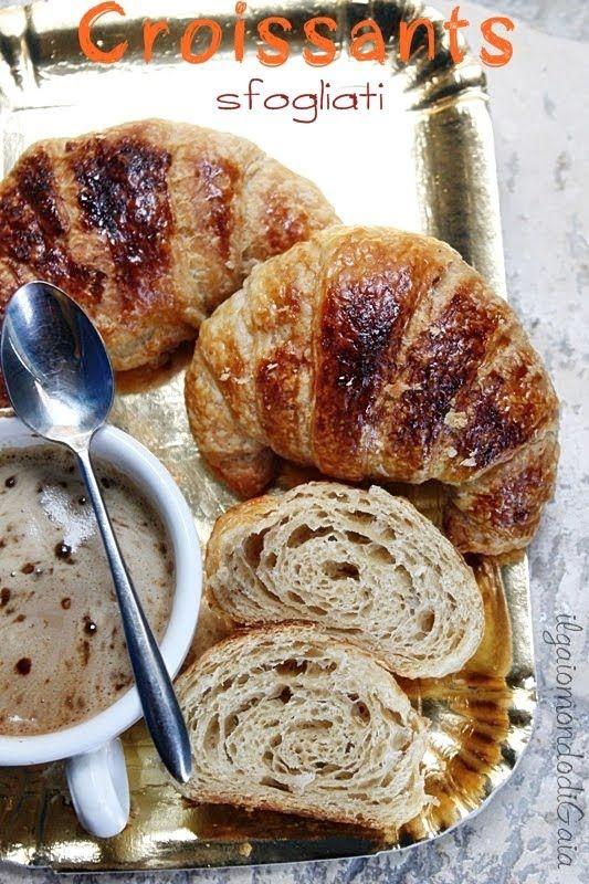 Croissants sfogliati, con livito madre