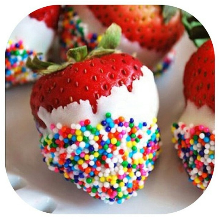 Colorful strawberries - fun, light and delicious