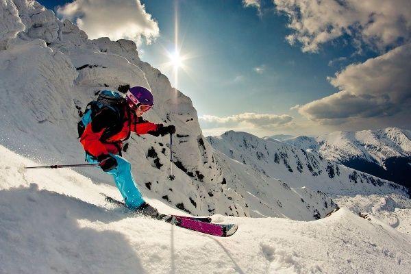 Zimné športy sú na Slovensku veľmi populárne a dobre vybavené strediská lákajú nielen domácich, ale aj zahraničných návštevníkov