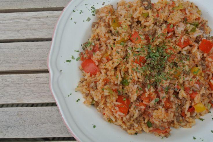 Gezonde en snelle rijstschotel met gehakt en groenten