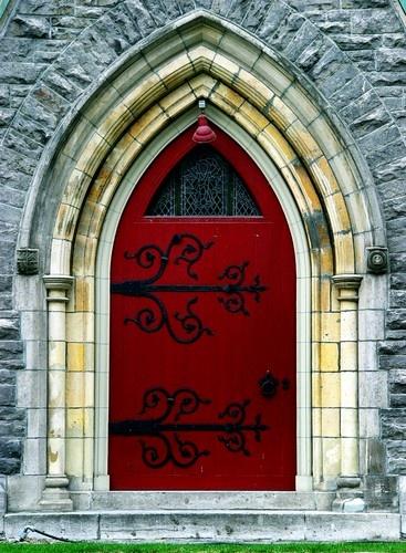 Church door in Montreal;560979697303900457