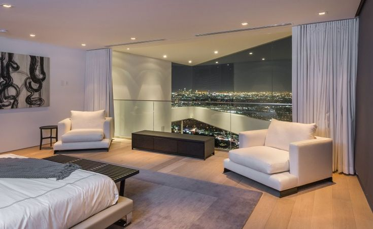8320 Grand View Drive is a stunning apartment located on Sunset Strip, a stretch of Sunset Boulevard that passes through West Hollywood, California