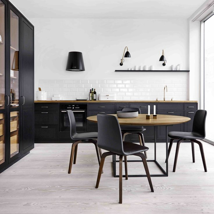 Form 12 // Classic Country Kitchen by Multiform