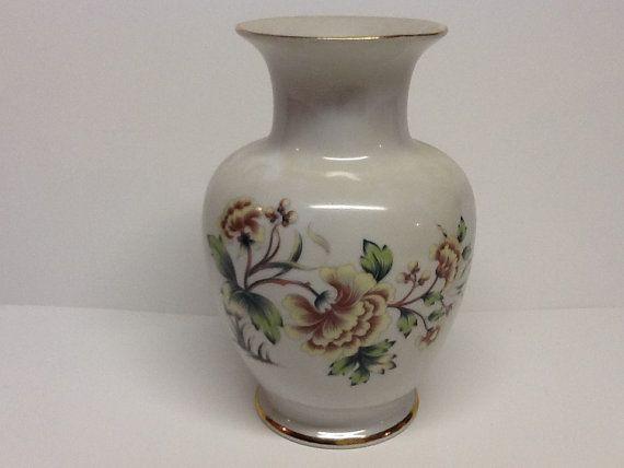 Pretty vintage vase Hollohaza Hungary hand by Glassthatrocks, $27.00