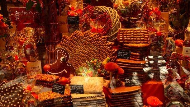 So nascht der Westen: das Schaufenster einer Aachener Bäckerei mit Printen in allen erdenklichen Variationen.